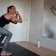 ragazza che fa fitness cardio tone